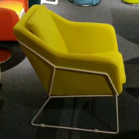 Wholesale Northern Europe Leisure Sofa Chair Unique Design Comfortable  Metal Legs Bar Sofa Chair
